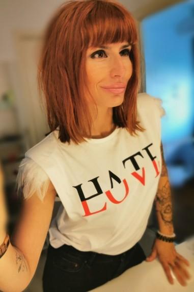 Camiseta mujer con hombreras Hate...